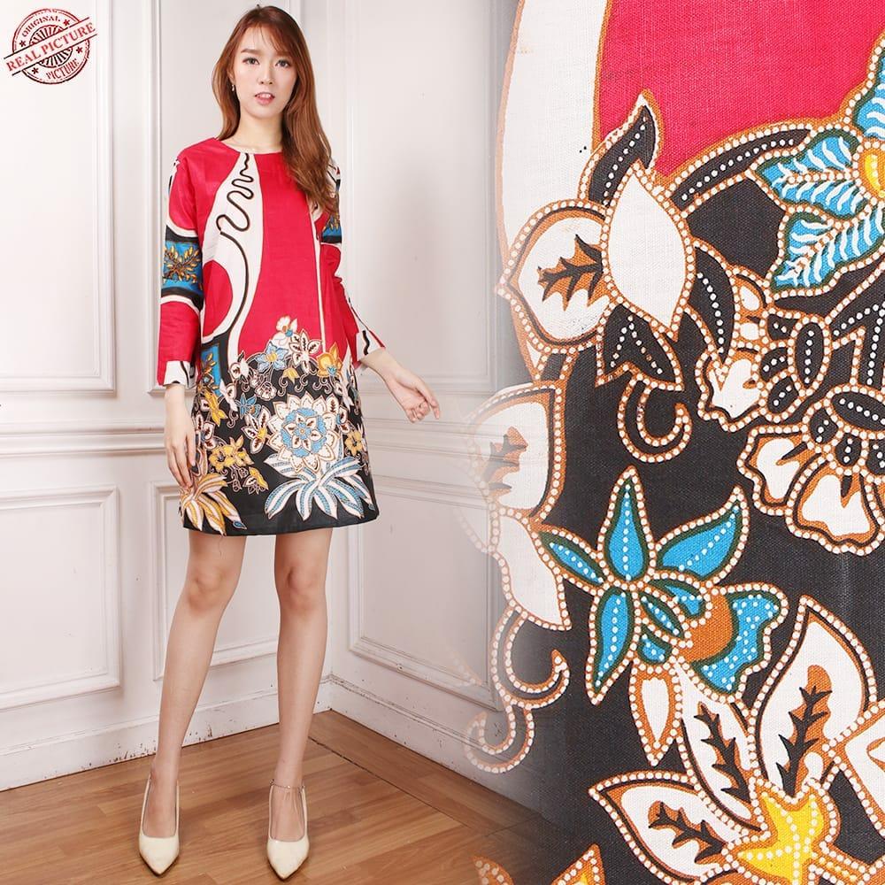SB Collection Stelan Atasan Blouse Adia Rok Lilit Payung Batik Wanita. 115.900 · Atasan Long Tunik Zoey Dress Batik - M